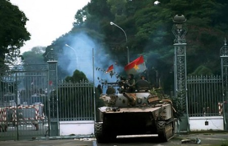 30 Apr 1975, Saigon, South Vietnam --- A North Vietnamese tank rolls into a compound during the fall of Saigon, 1975. --- Image by © Francoise de Mulder/CORBIS