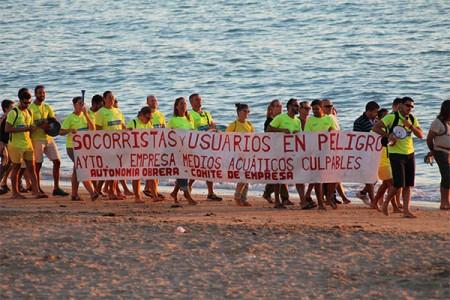 protesta_socorristas_playa_la_caleta