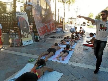 Protesta-antitaurina-en-Huelva-7 (1)