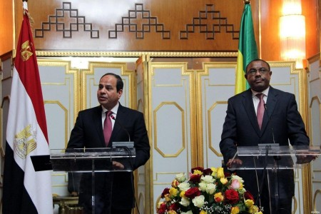 El presidente egipcio Abdel Fattah al-Sisi junto al primer ministro etíope Hailemariam Desalegn