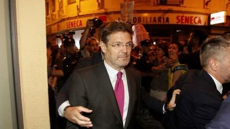 Catala-Cordoba-manifestantes-detras_1239786644_83945737_667x375