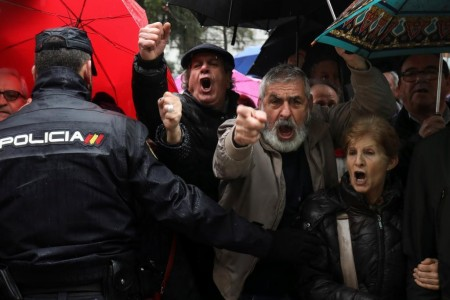 Spanish national police officers prevent pensioners from reaching the Spanish Parliament at the end of a demonstration in favour of higher state pensions in Madrid, Spain, March 1, 2018. REUTERS/Susana Vera