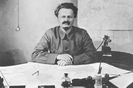 Inicio del exilio de Trotski