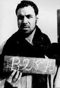 Imagen de Mohamed Sidi Brahim Basir, fundador del Harakat Tahrir, en su detención. Desde entonces se desconoce su paradero.